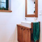Drevená skrinka pod umývadlom