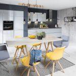Žltosivá kuchyňa s jedálňou