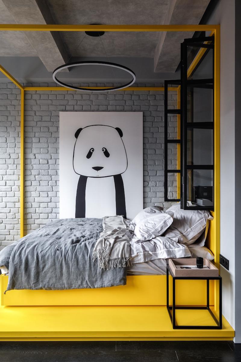 Spálňa s obrazom pandy