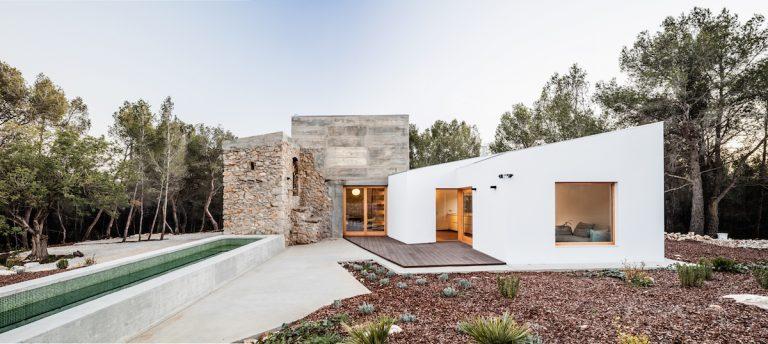Verili by ste, že tento dom vyrástol na základoch kamennej ruiny?