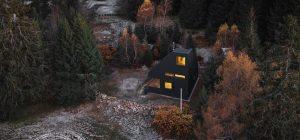 Atypická chata svojím tvarom reaguje na klimatické podmienky
