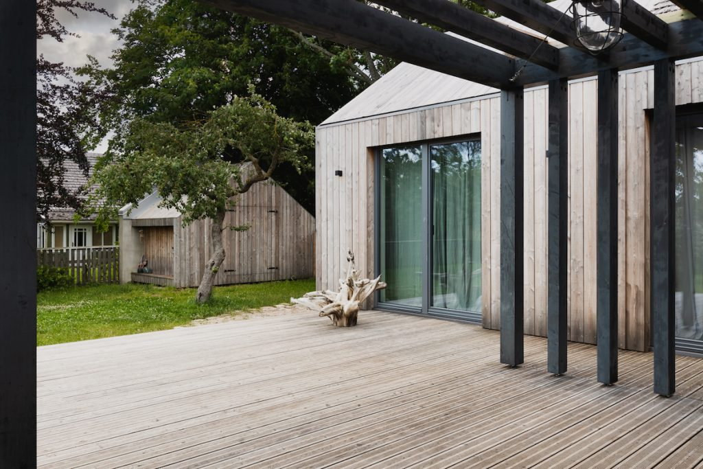 Dom s terasou a záhradnou časťou