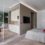 Otvorený priehľad zo spálne do obývacieho priestoru