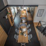 Jedáleň otvorená do krovu podkrovia