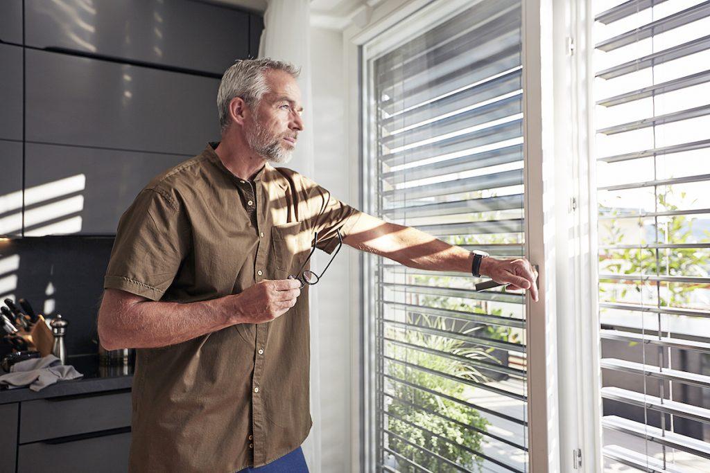 Francúzske okná sú moderné a praktické. Ako na ich tienenie?