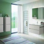 Kúpeľňa so skrinkami a umývadlom