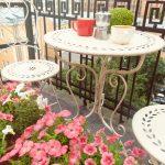 Romantický balkón s kávou