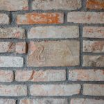 stena z pôvodných tehál