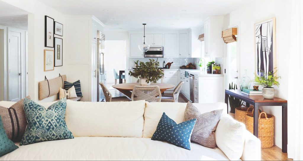 Ako si zariadiť praktickú obývačku, v ktorej sa budete cítiť príjemne?