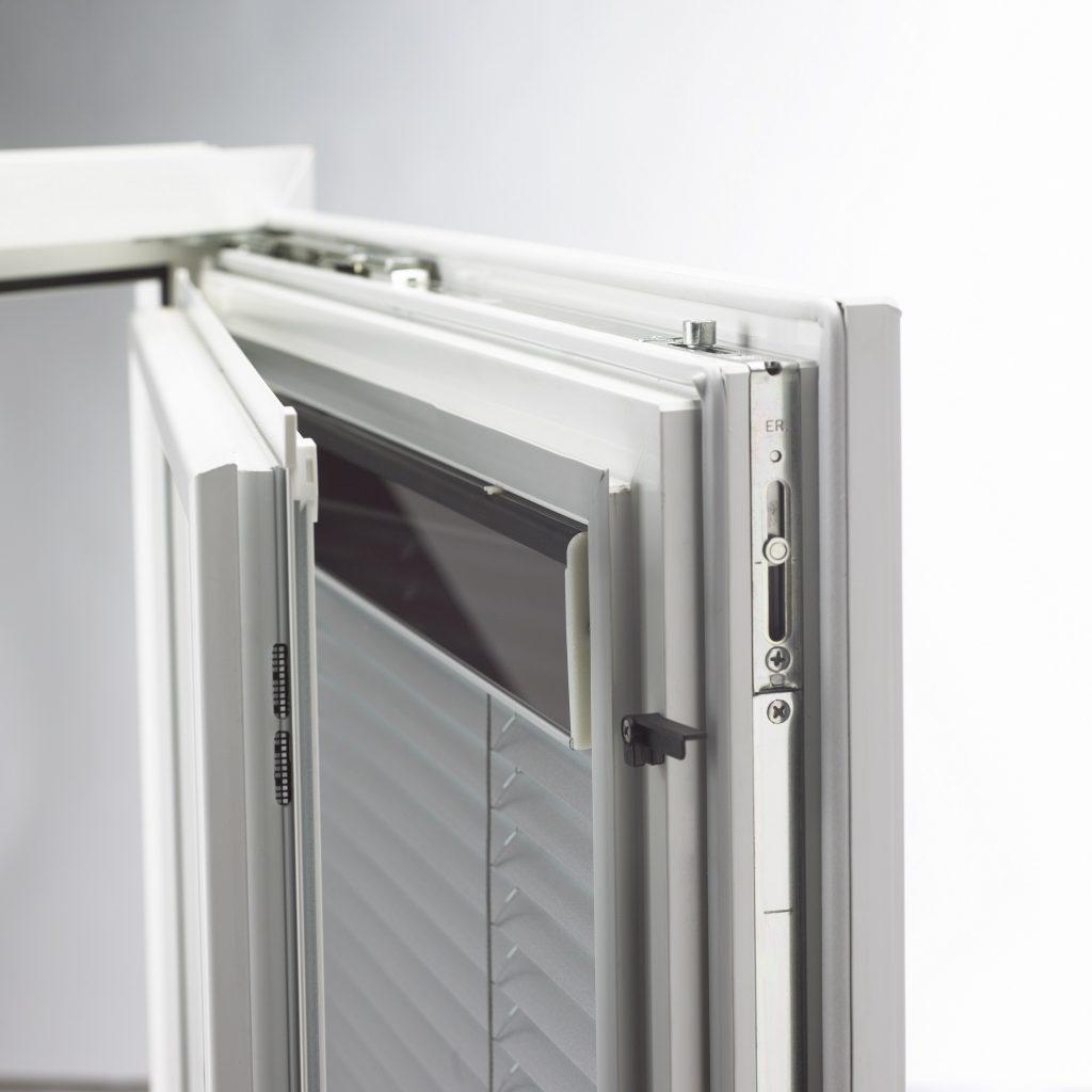 Okno s energeticky sebestačným tienením-2000x2000