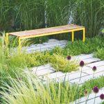 Sedenie v cípe záhrady