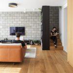 Obývačka so schodiskom