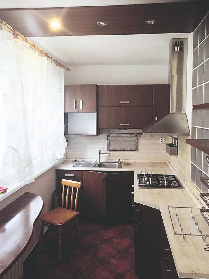 Pôvodná paneláková kuchyňa