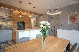 Ako môžu obklady a dlažba šikovne zjednotiť celý interiér bytu po rekonštrukcii