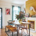 Jedáleň so starožitným nábytkom