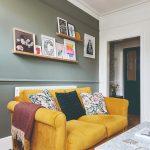 Obývačka so žltým gaučom