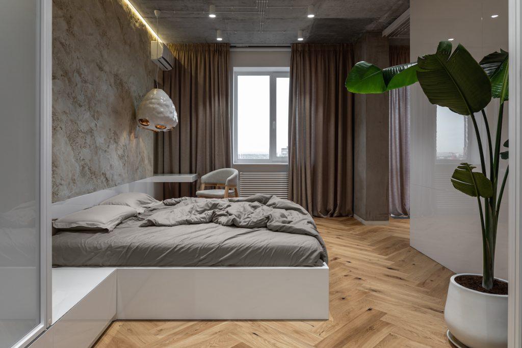 Spálňa v modernom prírodnom štýle