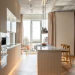 Vzdušná kuchyňa s balkónom