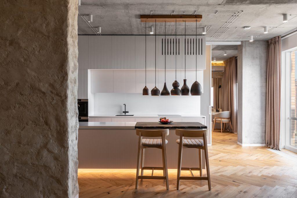 Rekonštrukcia bytu vštýle dedinského domčeka? Prírodné materiály a moderné technológie v harmónii