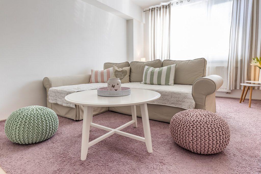 Romantický malý byt, v ktorom sa mieša vidiecka romantika so severským dizajnom