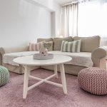 Obývačka v pastelových farbách