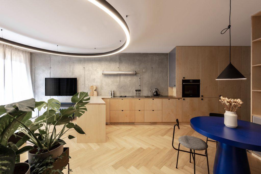 Industriálny dizajn nemusí byť surový. Táto premena dvojizbáku v Bratislave splnila očakávania