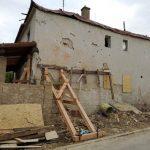 Dom po explózii