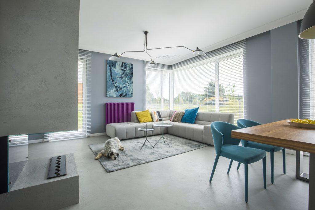 obývačka s liatou podlahou
