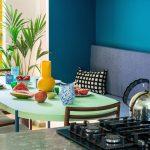 Jedáleň s farebným jedlom