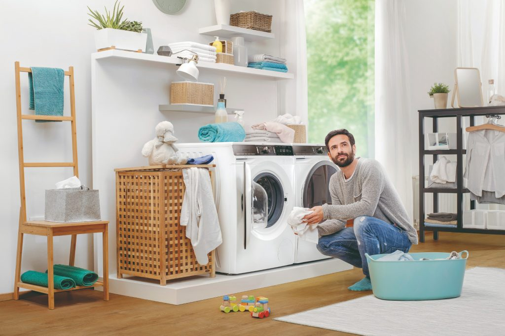 Práčka Gorenje s mužom
