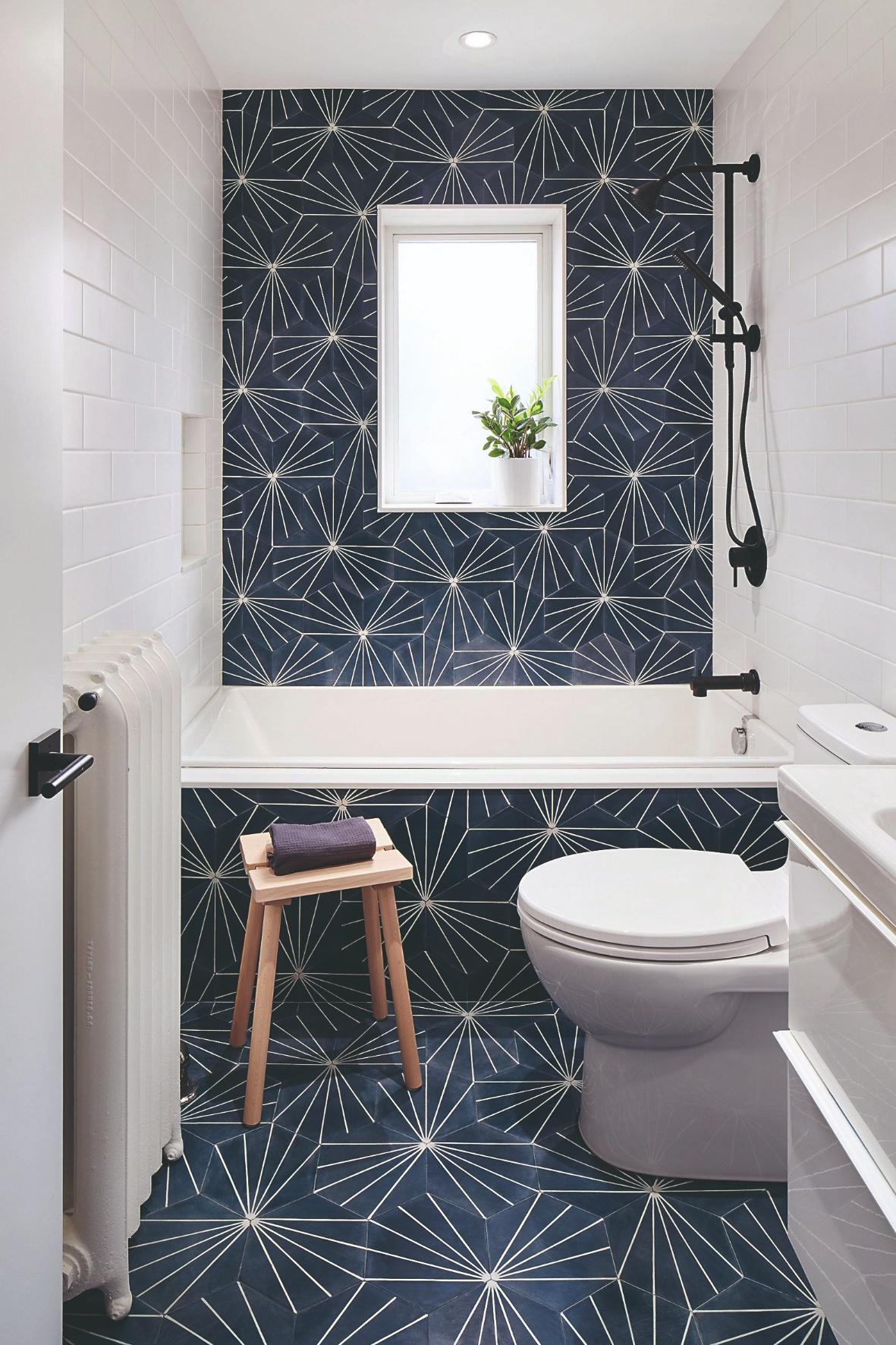 Bielomodrá kúpeľňa