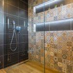 Sprchovací kút v etno štýle