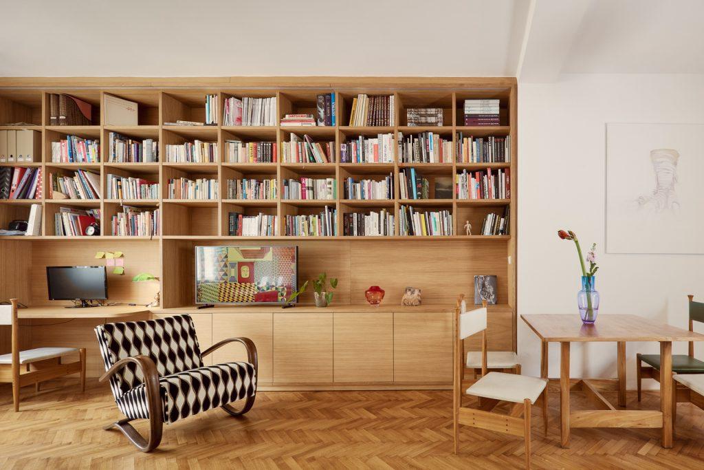Veľká knižnica a jedáleň