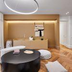 Izba s výklenkami a osvetlením