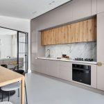 Východ z kuchyne do obývačky