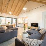 Obývačka s krovom