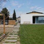 Pohľad do záhrady s terasou