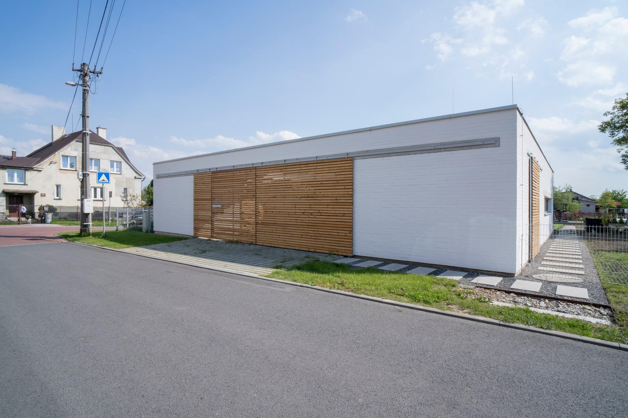 Štvorcový dom z ulice