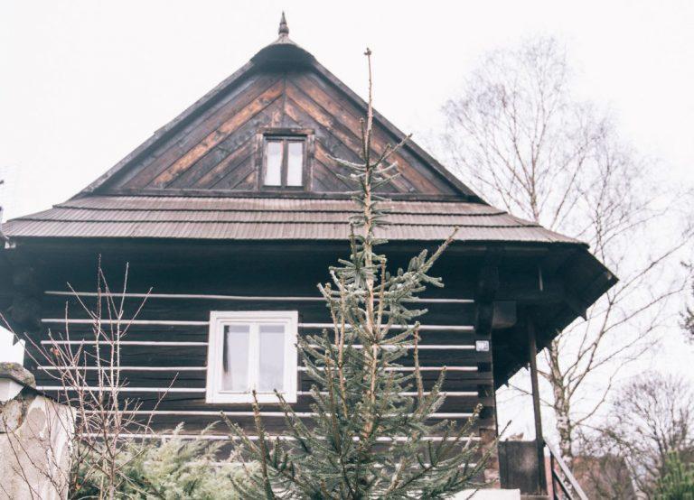 S úctou a pokorou vdýchli život tradičnej drevenici v Tatrách, v interiéri nechali vyniknúť všetko pôvodné