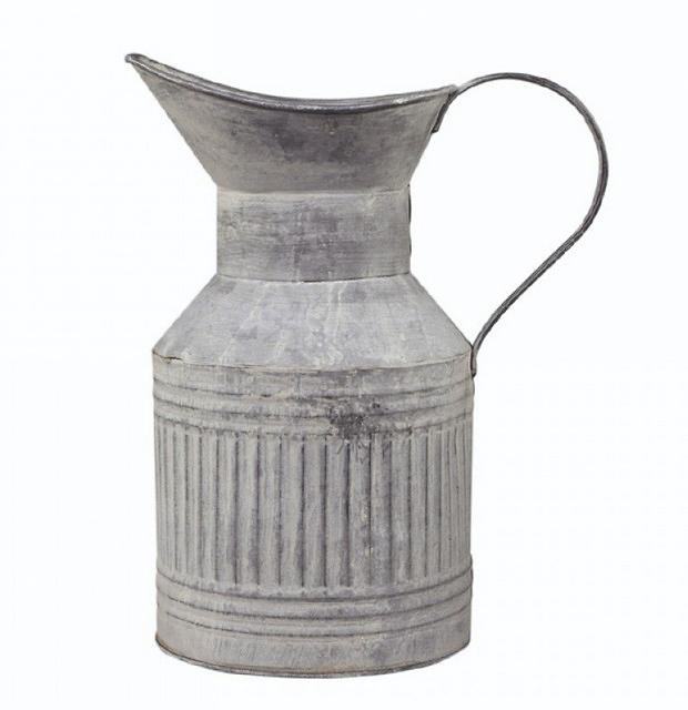 Kovový džbán s patinou