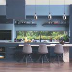 Modrá kuchyňa s veľkým ostrovčekom