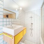 Farebné škáry v kúpeľni