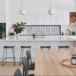 Veľká kuchyňa s barovým pultom