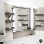 Kúpeľňa so zrkadloma poličkami