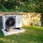 Tepelné čerpadlo pred domom