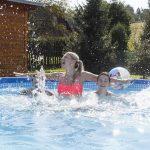 Bazén žena deti špliechanie