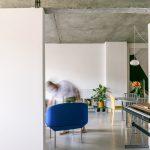 Pohľad do industriálnej obývačky