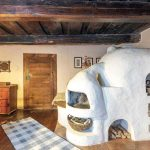Tradičná murovaná pec v chalupe