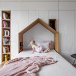 Detská posteľ s nikou v tvare domčeka