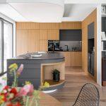 Kuchyňa s ostrovčekom drevo čierna sivá